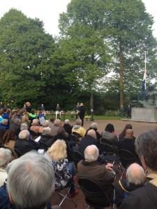 Burgemeester Geke Faber noemt de familie Pel in haar toespraak