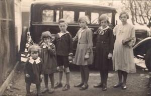 GerardBoon en zijn zussen begin jaren 30